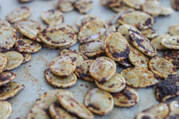 Coffee and Chili Roasted Pumpkin Seeds Are Our New Favourite Healthy ...