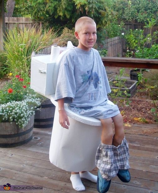 10 kids dressed up as toilets that gives new meaning to for Homemade halloween costumes for little boys