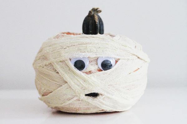 100413_halloween_mummypumpkin